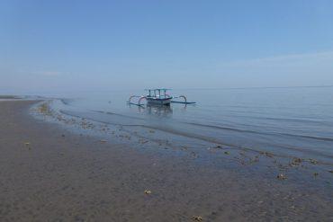 Indonesien Strandspaziergang Lovina Bali